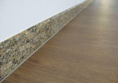 Zwischen Granit-sockel und Vinyl-boden versiegelung 1 (Innen-versiegelung)