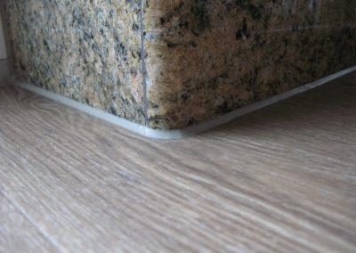 Zwischen Granit-sockel und Vinyl-boden versiegelung 2 (Innenversiegelung)